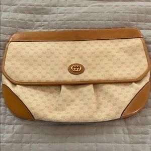 Tan vintage Gucci clutch